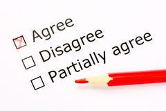 调查表 采纳选择在反馈调查的与红色铅笔 关闭 免版税图库摄影