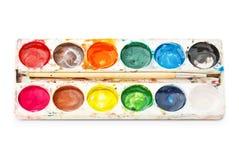 调色板水彩油漆,隔绝在白色背景。 免版税库存照片