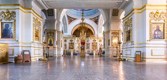 调解大教堂的内部在Zverin Pokrovsky Monas 免版税库存照片