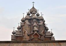调解的木教会在圣彼德堡附近的 免版税库存照片