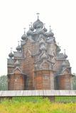 调解的木教会在圣彼德堡附近的 库存照片