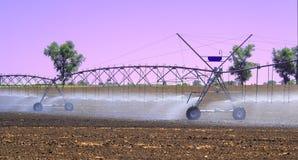 调遣更好的植物生长的灌溉系统并且促进耕种和生长农业庄稼 图库摄影