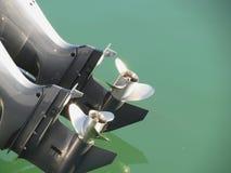 调整的两个船外马达马达和尝试在头次运行 免版税图库摄影