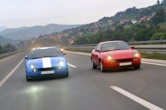调整的小汽车赛在高速公路下 库存图片