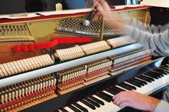调整钢琴 免版税库存图片