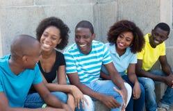 谈的小组非裔美国人的男人和妇女 图库摄影