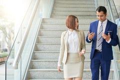 谈论企业的夫妇业务会议 图库摄影