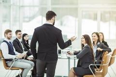 谈论企业的队一个新的财政项目的介绍 免版税图库摄影