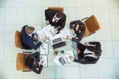 谈论企业的队一个现代工作场所的公司` s财政计划 图库摄影
