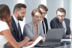 谈论企业的队当前信息 免版税图库摄影