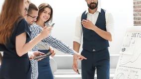 谈论年轻企业的队新的财政项目 库存图片