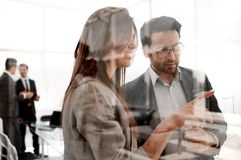 谈论的商务伙伴新的机会 免版税图库摄影
