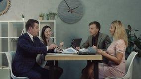 谈论的经理队经营战略 股票视频