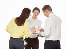 谈论年轻的商人新的企业想法 免版税库存图片