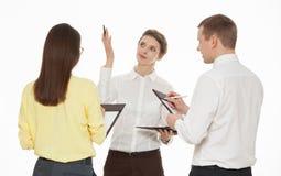 谈论年轻的商人新的企业想法 免版税库存照片