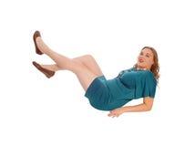说谎在地板上的白肤金发的妇女 库存照片