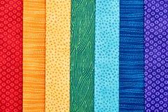 说谎在彼此顶部的缝制的织品片断象rainb 库存图片