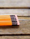 说谎在木桌上的铅笔 免版税图库摄影