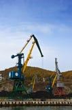 说谎在船坞口岸的煤炭 不冻港海湾 东部(日本)海 20 10 2012年 库存照片