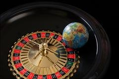 说谎在轮盘赌的赌轮的地球 免版税库存照片