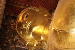说谎的菩萨在Wat Pho,曼谷 库存照片