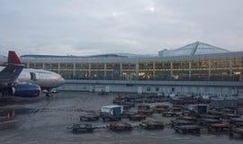 谢列梅机场 飞机为起飞做准备 库存照片
