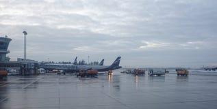 谢列梅机场 飞机为起飞做准备 免版税图库摄影