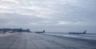 谢列梅机场 飞机为起飞做准备 图库摄影