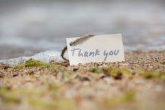 谢谢-在海滩的标志 免版税库存照片