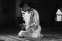 谦逊的回教祷告 免版税图库摄影