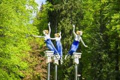 谬斯雕象在森林春天之前-在小西部漂泊温泉镇Marianske Lazne Marienbad -捷克停放 库存图片