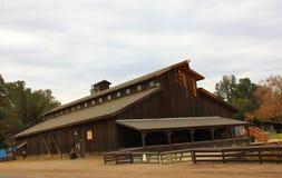 谷仓在灌溉博物馆, City,加利福尼亚国王的历史的住房设备 免版税图库摄影