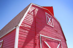 谷仓明亮的红色 免版税库存照片
