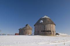 谷仓来回冬天 库存照片