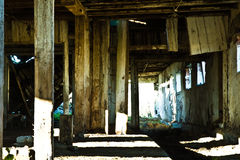 谷仓腐朽的内部 免版税库存图片