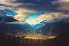 谷在奥地利,楚格峰的基地的提洛尔 库存照片