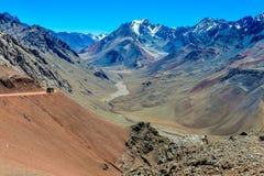 谷在Mendoza,阿根廷附近的安地斯 图库摄影