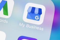 谷歌我的在苹果计算机iPhone x屏幕特写镜头的商业应用象 谷歌我的企业象 谷歌我的商业应用 库存照片