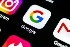 谷歌查寻在苹果计算机iPhone x智能手机屏幕特写镜头的应用象 谷歌app象 3d网络照片回报了社交 社会媒介象 库存图片