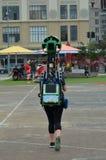 谷歌街观察照相机操作员在工作 免版税库存照片