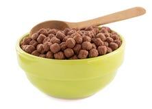 谷物在碗的巧克力球在白色 库存图片