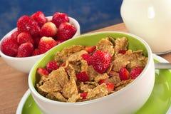 谷物新鲜的草莓全麦 库存图片