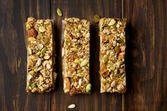 谷物格兰诺拉麦片棒 能量快餐 免版税库存图片