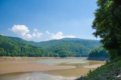 谷的干燥河 免版税库存照片