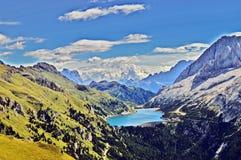 谷的湖 免版税图库摄影