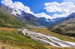 谷的看法在山的 免版税库存图片