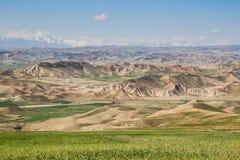 谷的美丽的景色与岩石的在德黑兰附近 库存图片