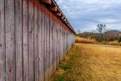 谷仓在公园 库存照片