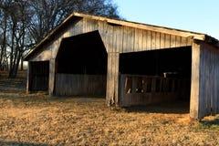 谷仓在公园 库存图片