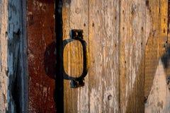 谷仓在日落期间的边门把柄 库存图片